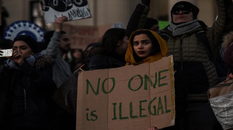 """""""Nadie es ilegal"""": parte de los mensajes que se observaron en las pancartas."""