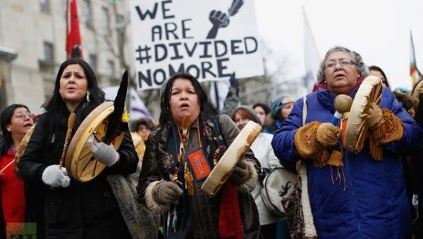 Indigenous protesters march before the start of a meeting between chiefs and Prime Minister Stephen Harper in Ottawa January 11, 2013. | Photo: Reuters