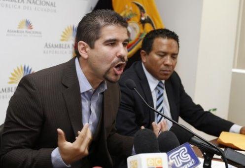 Dalo Bucaram, candidato a la presidencia de Ecuador, vinculado con prófugos de la justicia nacional.