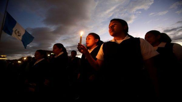 En medio de protestas, los guatemaltecos exigen justicia por las 37 menores fallecidas.