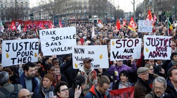Las protestas en la capital francesa se desarrollan luego de que un oficial de la policía detuviera y violara a un ciudadano afrodescendiente.