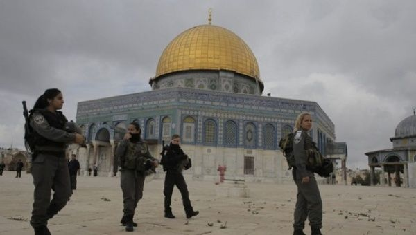 Archive photo of Israeli police forces in front of the Al-Aqsa mosque.