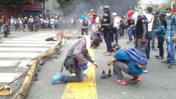Resultado de imagen de violencia en venezuela telesur