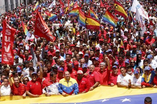 """La """"marea roja"""" vuelve a inundar Caracas."""