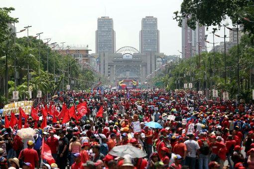 """Menéndez aseguró que """"si hay un país que puede dar lecciones de democracia es Venezuela""""."""