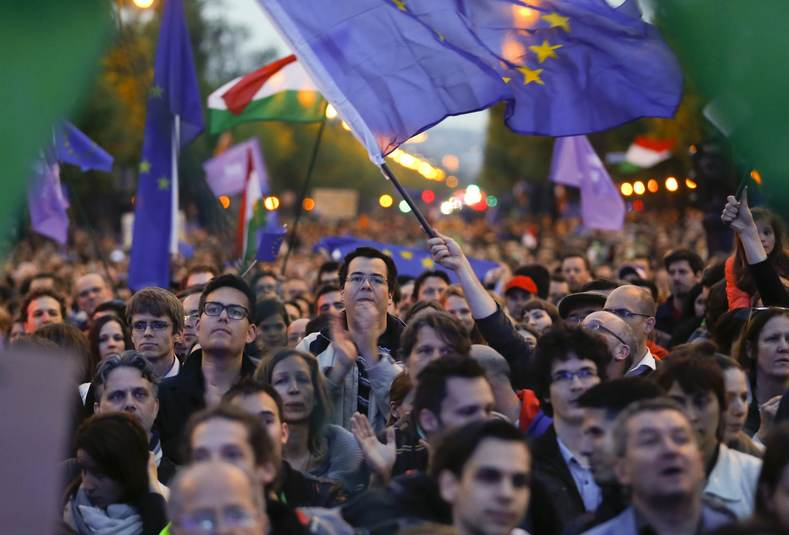 """People attend a pro-European Union rally called by the opposition group """"Momentum"""" in Budapest, Hungary, May 1, 2017"""