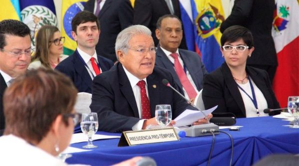 Sánchez Cerén pidió abordar la reunión con respeto y buscar caminos de diálogo para Venezuela.