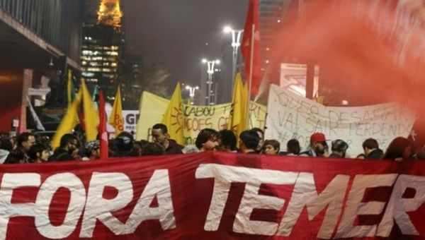 Lead banner calls for Temer