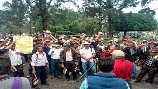 Los manifestantes exigieron al Gobierno guatemalteco no promover acciones contra Venezuela.