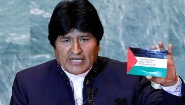 A consistent supporter of Palestinian self-determination, Bolivian President Evo Morales holds up a Palestinian flag.