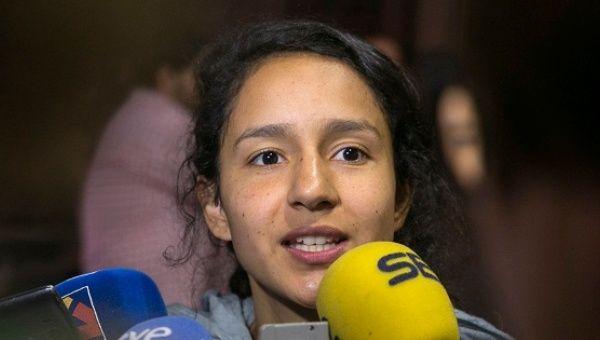Bertha Zuñiga Cáceres, hija de Berta Cáceres, hace declaraciones antes de participar en la gala en Zaragoza, España, el 5 de mayo de 2016.