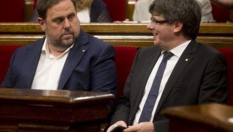 El referendode autodeterminación fue declarado ilegal por la justicia española y de llevarse a cabo podría acarrear responsabilidades penales para los integrantes del consejo ejecutivo catalán.