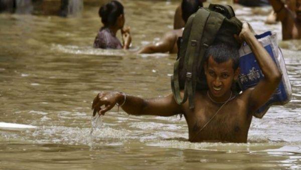 El vendaval también afecta al oeste del país asiático, donde han causado siete muertos.