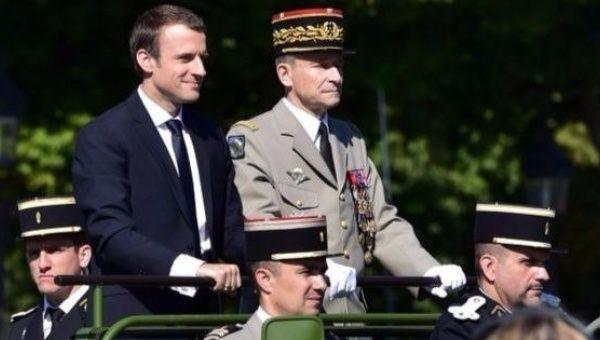 French President Emmanuel Macron (l) with Gen. Pierre de Villiers