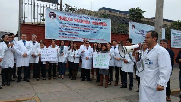 La crisis de salud en Perú es el resultado de la desinversión en el sector.