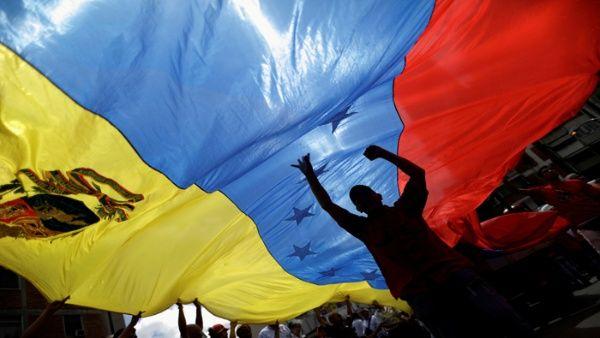 El lunes los venezolanos salieron a las calles de Caracas para rechazar las declaraciones del presidente Donald Trump.