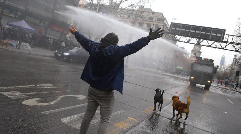 Según las autoridades del Cones la razón principal de la manifestación es el rechazo al pacto entre el Gobierno con la oposición chilena.