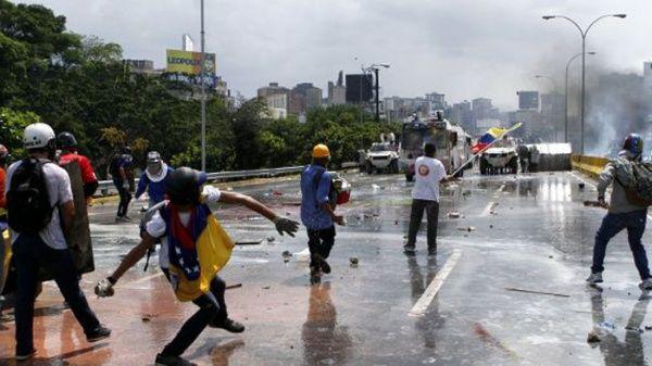 Pese a los llamados a diálogo hechos por el mandatario venezolano Nicolás Maduro, la derecha continúa con intenciones violentas.
