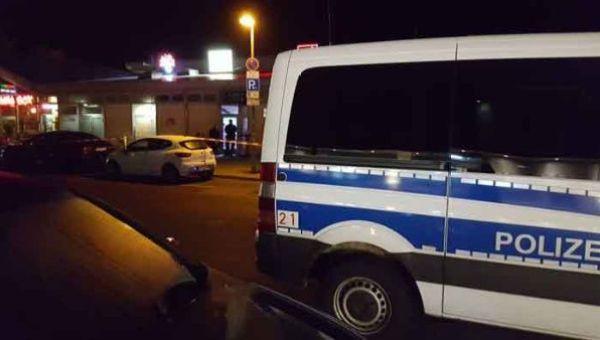 La Policía mantiene el cordón de seguridad en la zona.
