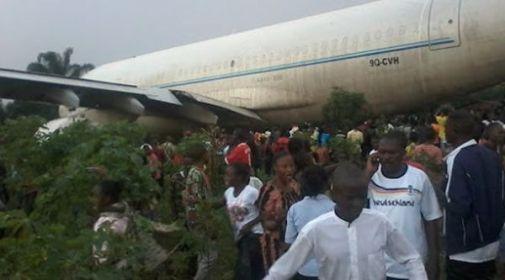 Resultado de imagen para mueren 10 personas tras estrellarse un avion en el congo