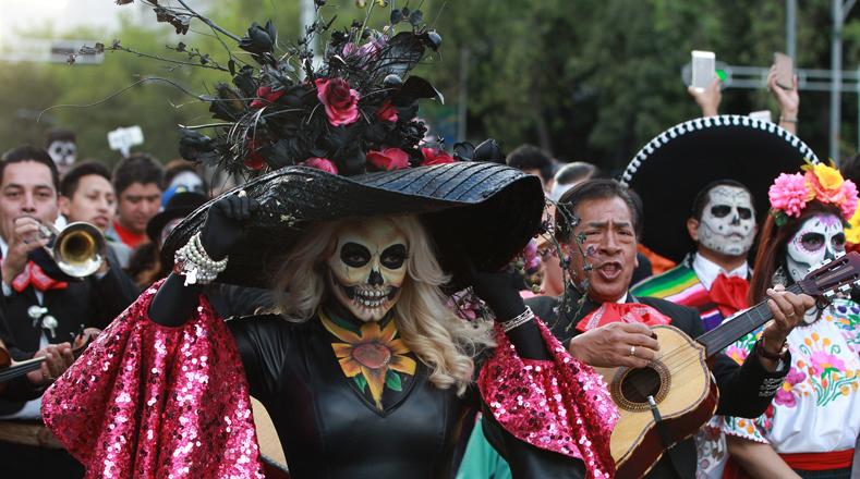 Los presentes bailaron alegres canciones rancheras.