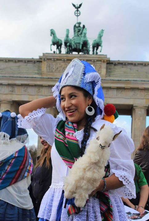 """La convocatoria se hizo a todos los bolivianos que residen en el exterior para decir a una sola voz: """"Llamerada es de Bolivia y no de otro país""""."""