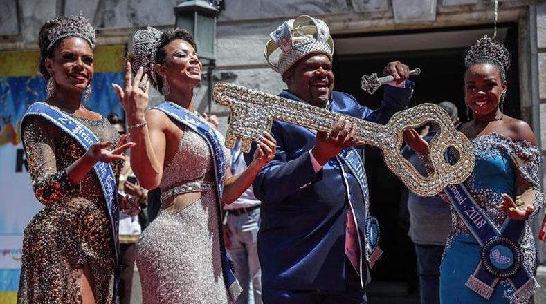 Las figuras del rey Momo y la reina del Carnaval no podían faltar, quienes serán los encargados de oficiar las actividades carnestolendas hasta el inicio de la Cuaresma.