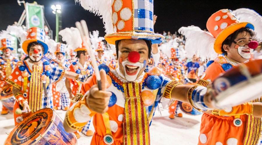 Múltiples desfiles y comparsas desfilaron sus impactantes trajes artesanales para ser el disfrute de múltiples turistas que viajan hasta Argentina para ser parte del magno evento.