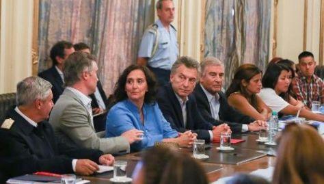 Macri sostuvo una reunión con ministros y familiares de los desaparecidos para estudiar la recompensa.
