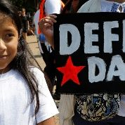 DACA ha proporcionado protección de la deportación y el derecho a trabajar legalmente a casi 800.000 jóvenes desde 2012.