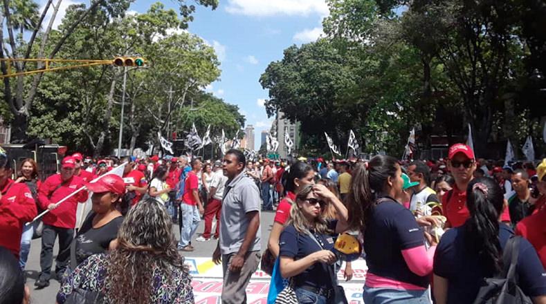 Desde tempranas horas de la mañana comenzaron a concentrarse en Caracas las personas en los puntos para movilizarse.
