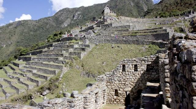 Machu Picchu estuvo oculta por casi 400 años, ya que los Incas se esforzaron por esconderla para que no fuera saqueada por los españoles.