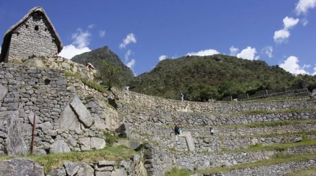 Estudios realizados revelaron que un 60 por ciento de la ciudadela está debajo de la superficie; tiene un sistema de drenaje complejo y grandes piedras de fundación.