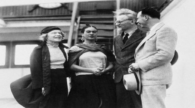 También tuvo incidencia en la política, ya que era evidente su compromiso con el Partido Comunista y su apoyo internacional a causas que ella consideraba justas y revolucionarias, siendo una de las gestoras para el asilo político de León Trotsky en México.