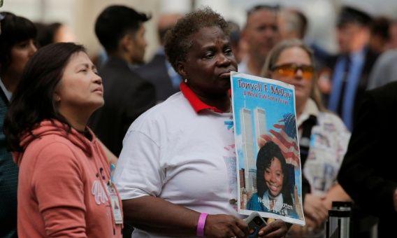 Familiares de las víctimas de los atentados del 11 de septiembre de 2001 en Nueva York participan en ceremonia luctuosa. EEUU recuerda el 11-S cuando surge polémica por muerte de rescatistas-VerdadDigital.com-