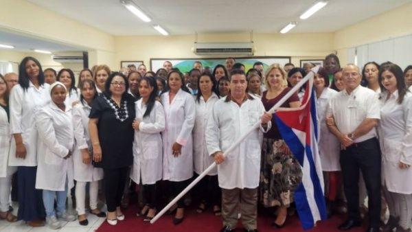 El gobierno de Lombardía recibe este sábado a 53 médicos y enfermeras cubanos.