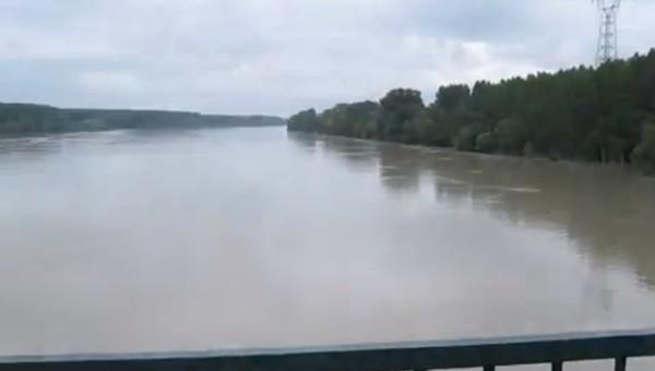 Még mindig árad a Duna