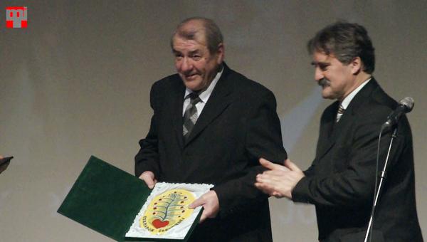 Kovács László a Csemadok Életmű Díjjal, Bárdos gyula társaságában. Fotó © Magyar Interaktív Televízió, 2014