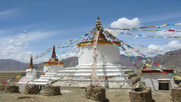 Tibeti csörten (sztúpa)