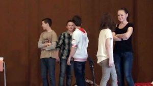 Ady-értelmezés a felsőszeli Széchenyi István Alapiskolában Morovics Ibolya tanárnő vezetésével 2013