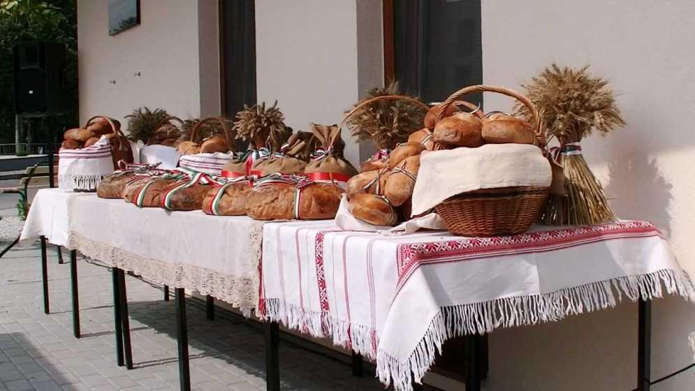 A Csemadok-ház átadása és az új kenyér megáldása