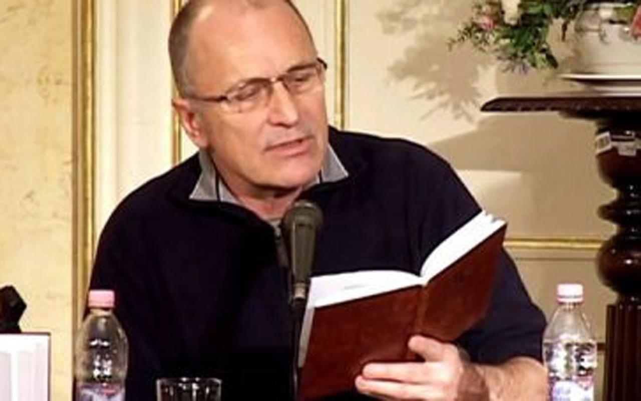 Balázs F. Attila ovas fel a PIM-ben
