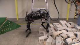 Boldog új évet táncolnak a robotok