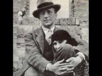 Paul Éluard francia szürrealista költő irkalapjai