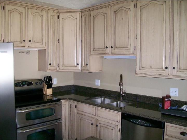 Distressed Oak Cabinets With Antique White And Van Brown Glaze - How To Antique Glaze Oak Cabinets Centerfordemocracy.org