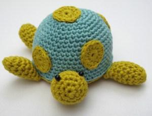 crochet a turtle pincushion