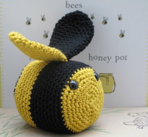 bee crochet kit uk