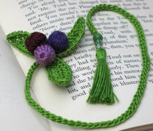 crochet a new leaf bookmark