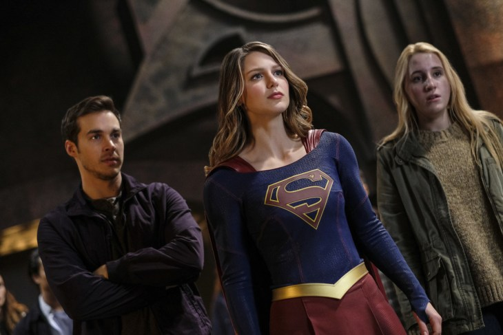 """Supergirl -- """"Supergirl Lives"""" -- Image SPG209b_0410.jpg -- Pictured: (L-R) Chris Wood as Mike/Mon-El, Melissa Benoist as Kara/Supergirl and Harley Quinn Smith as Izzy -- Photo: Robert Falconer/The CW -- © 2017 The CW Network, LLC. All Rights Reserved"""