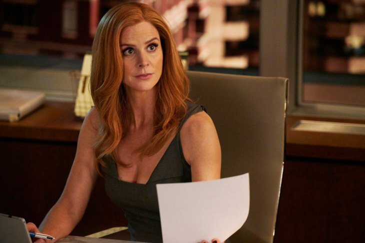"SUITS -- ""Brooklyn Housing"" Episode 705 -- Pictured: Sarah Rafferty as Donna Paulsen -- (Photo by: Ian Watson/USA Network)"